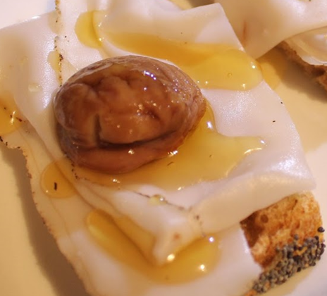 Crostini con castagne e lardo