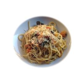 Spaghetti con bietole, carote e pomodorini